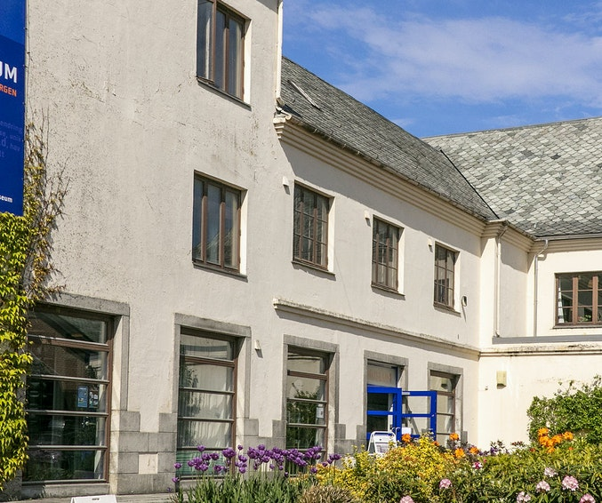 Fasade Skåregt. 142 og museumsplassen
