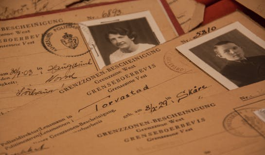 Forskjellige identifikasjonspapirer fra andre verdenskrig.